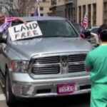 Enfermeiros Bloqueiam Carreata Contra Isolamento Social nos EUA