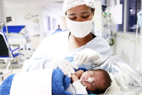 Enfermagem e mães de neonatos