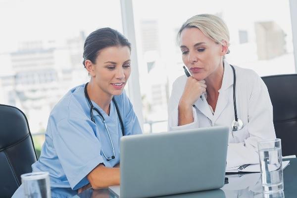 Limites e Possibilidades na Gestão Universitária Realizada Por Enfermeiros Gestores
